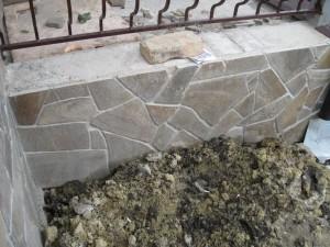 Укладываем декоративный камень песчаник